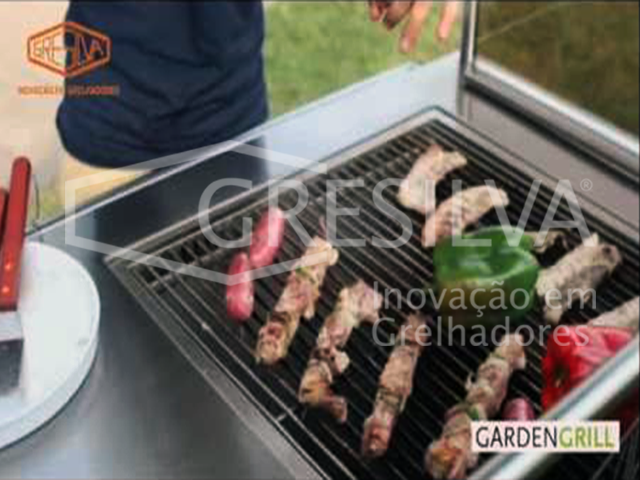 Grilled food without flame or charcoal Grill de Jardim